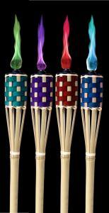 Gekleurde bamboe fakkels met gekleurde vlam